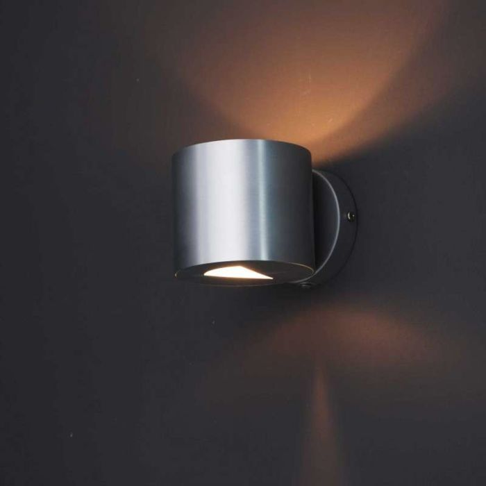 Moderne-Wandleuchte-aus-Aluminium---Effekt